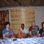 Isaac, Eileser, Mathjis und ich im Chitenge