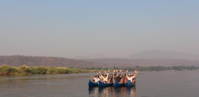 Gruppenfoto im Kanu
