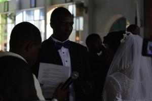 Das Brautpaar gibt sich das Ja-Wort