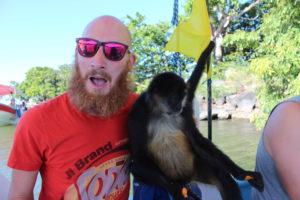 Ich mit einem Affen neben mir